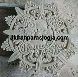 Loster relief motif cakra