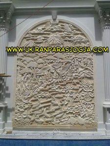relief motif pemandangan