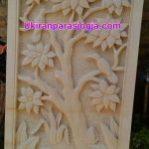 Relief motif tumbuhan dan burung