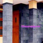Pemasangan batu candi di pilar dan dinding