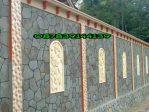 Pemasangan relief dan batu tempel