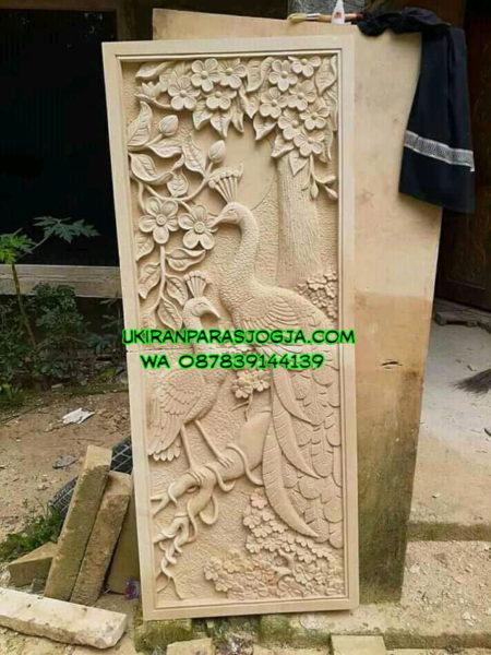 Relief batu alam motif burung dan bunga ukurannya 60cmx2 meter motif burung dan bunga